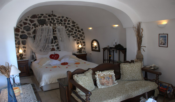Alexander 39 s luxury boutique hotel santorini cave houses for Boutique hotel oia
