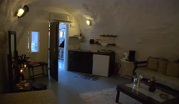 Aris caves for Boutique hotel oia