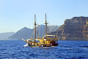 4 Days in Santorini – Accommodation & Sailing