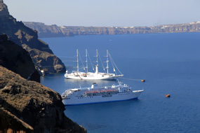 3 Days in Santorini – Accommodation & Sailing
